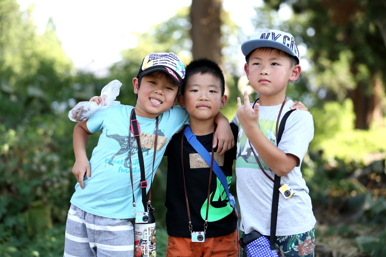 子供達が堂畑で記念撮影